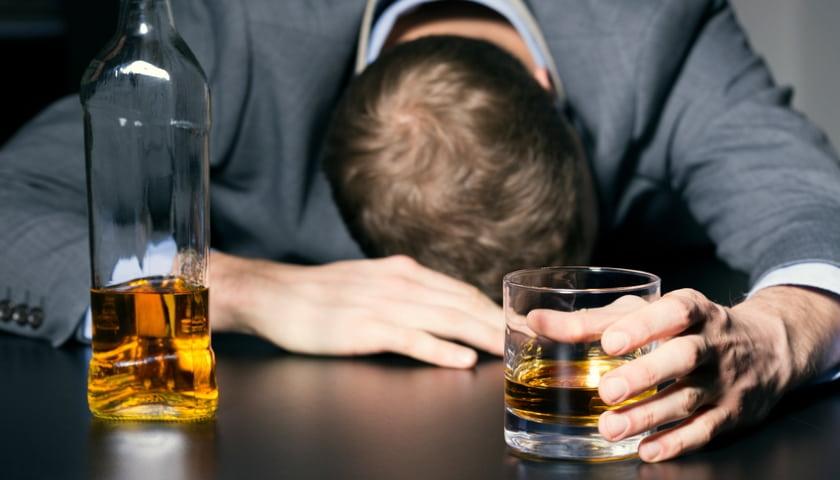 Алкоголь – прекрасное средство для самоубийства